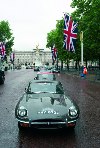 50 Jaguar E-Type fuhren durch London.