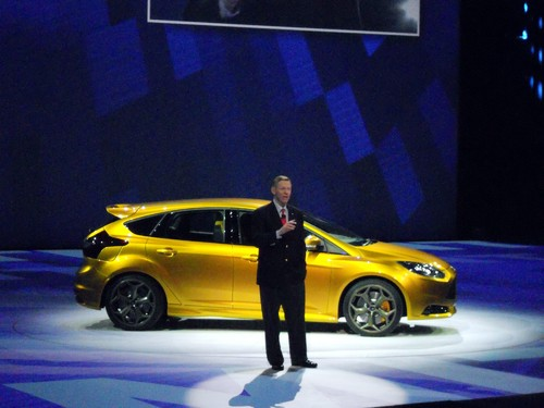 Alan Mulally, Ford-CEO mit dem neuen Focus ST.