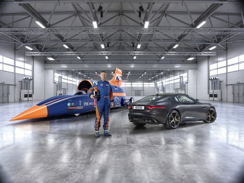 Andy Green mit Jaguar F-Type R AWD Coupé und Bloodhound SSC.