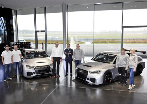 Audi RS 3 LMS Übergabe Neuburg - Simon Caddy, James Kaye (Cadspeed Racing), Chris Reinke (Audi Sport customer racing), Stephan Winkelmann (Audi Sport GmbH), Dalius Steponavicius, Sven Harder, Kristina Steponavice (Speed Factory Racing).