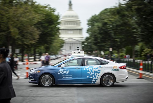 Autonom fahrender Ford Fusion (Mondeo) in Washington.