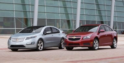 Chevrolet Volt (links) und Cruze.