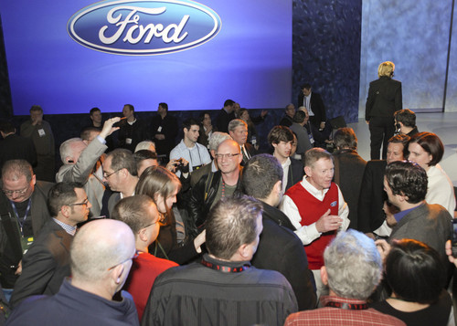 Consumer Electronics Show in Las Vegas: Ford-Chef Alan Mulally (im roten Pulli).