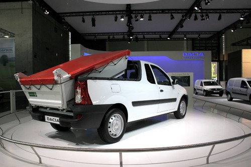 Dacia Logan Pick-up mit Hinterkipper.