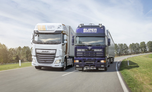DAF XF Super Space Cab Celebration Edition und ein XF Super Space Cab von 1994.