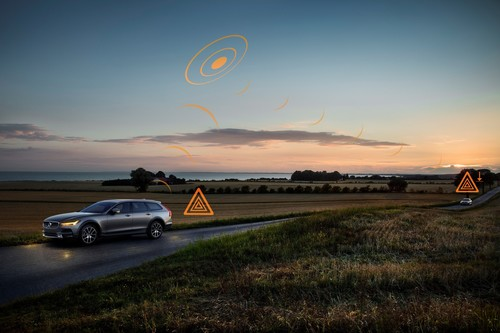 "Demonstration des Assistenzsystems ""Hazard Light Alert"" im Volvo V60 Cross Country."