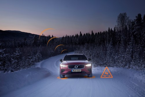 "Demonstration des Assistenzsystems ""Slippery Road Alert"" im Volvo V60."