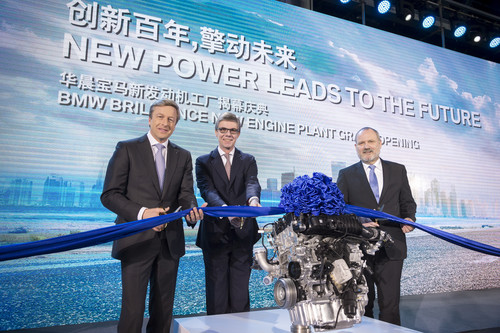 Eröffnung des neuen BMW-Brilliance-Motorenwerks mit Gießerei in Shenyang (v.l.): Produktionsvorstand Oliver Zipse, Olaf Kastner, Leiter BMW Group Region China und BMW-Brilliance-Präsident Dr. Anton Heiss.
