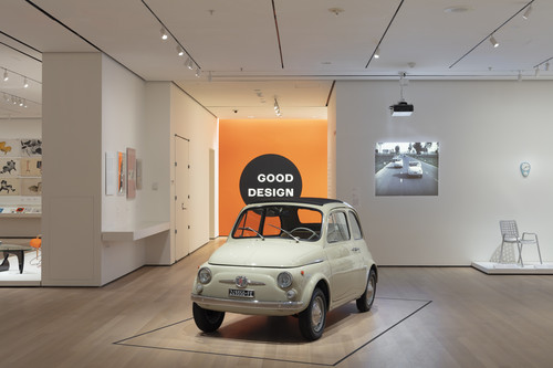 "Fiat 500 der Baureihe F in der Ausstellung ""The Value of Good Design""."