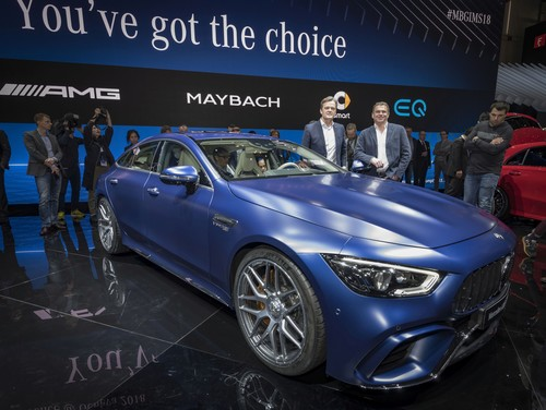 Genf 2018: Markus Schäfer (Mitglied des Bereichsvorstands Mercedes-Benz Cars, Produktion und Supply Chain) und Mercedes-AMG-Chef Tobias Moers am GT 63 S 4MATIC+ 4-Türer Coupé.
