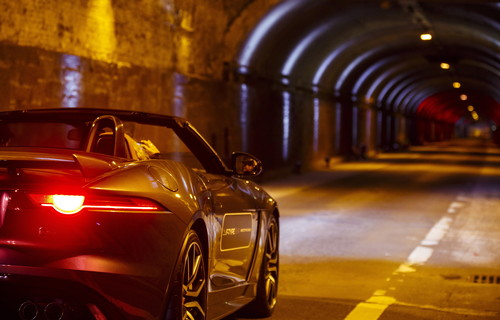 Jaguar F-Type SVR im New York City's Park Avenue Tunnel.