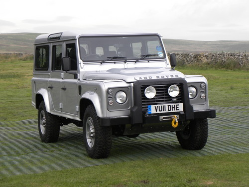 Land Rover Defender, 2012.