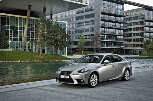 Lexus IS 300h.