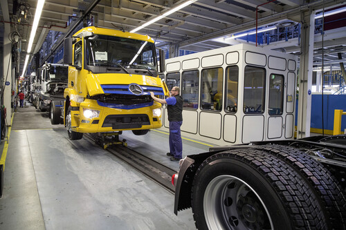 Lkw-Produktion bei Mercedes-Benz in Wörth.