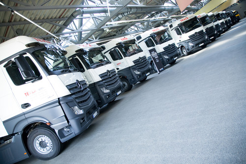 Mercedes-Benz Actros mit Safety-Pack und Abbiegeassistent.