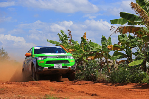 Mitsubishi Plug-in Hybrid Outlander bei Asia Cross Country Rallye.