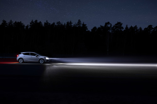 Opel Astra mit Intelli-Lux-LED-Matrix-Licht.