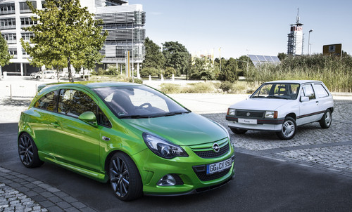 Opel Corsa OPC Nürburgring Edition (links) und Corsa A.