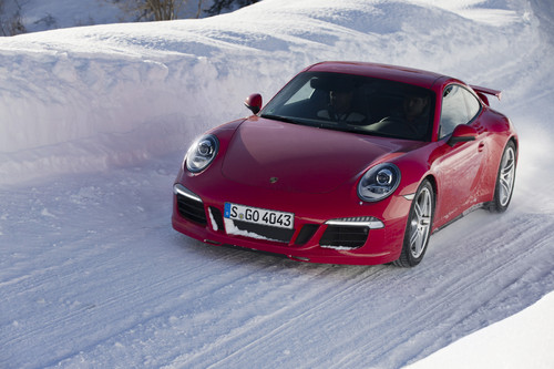 Porsche 911 im Winter.