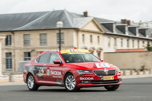 """Red Car"" der Tour de France 2015: Skoda Superb."