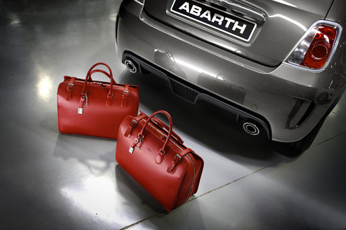 "Taschenset Turismo ""Tribute to Abarth""."