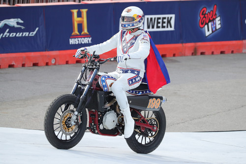 Travis Pastrana auf der Indian Scout FTR750.