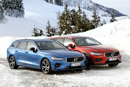 Volvo V60 R-Design (links) und Cross Country.