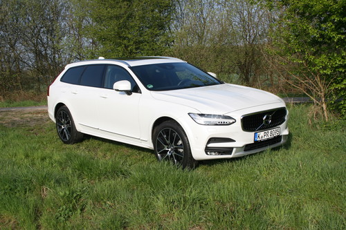 Volvo V90 Cross Country.