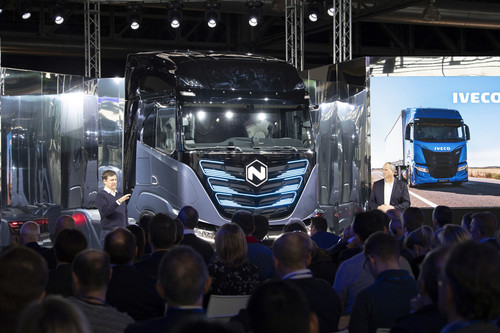 Vorstellung des Nikola Iveco in Turin: Trevor Milton, CEO Nikola (rechts) und  Gerrit Marx, President Commercial and Speciality Vehicles CNH Industrial.