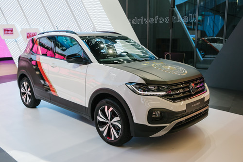 VW T-Cross Life im DFB-Design.