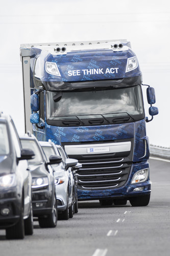 ZF Innovation Truck 2016 mit Evasive Maneuver Assist (EMA) und Highway Driving Assist (HDA).