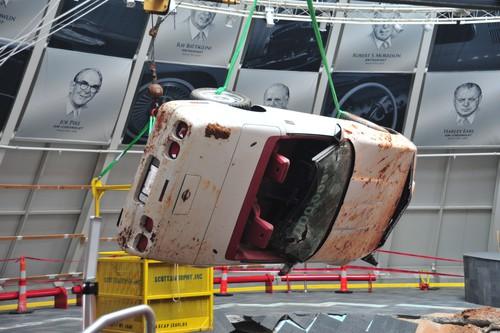 Einmillionste Chevrolet Corvette: Bergungsarbeiten.