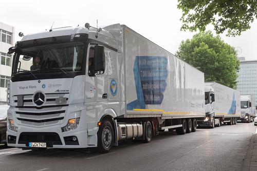 Hilfskonvoi von Daimler-Trucks.