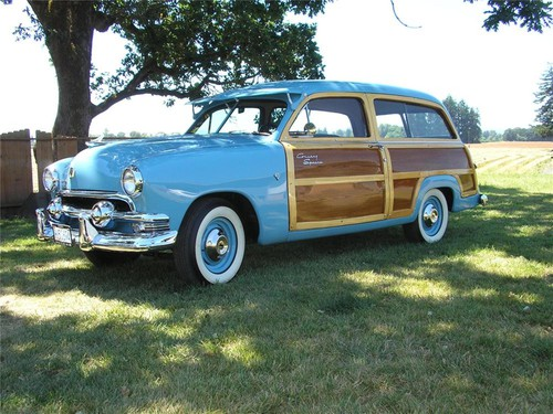 Ford Country Squire Woody Station Wagon (1951).