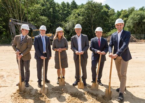 """Erster Spatenstich für die neuen Daimler-Kinderkrippe """"Sternchen"""" in Bremen."""