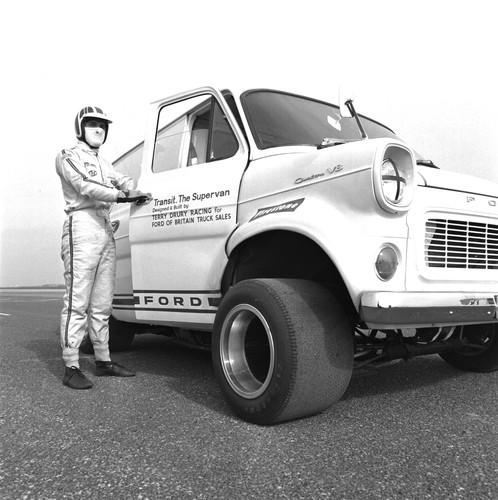 Ford Transit-Historie: Transit Super Van mit Rennreifen.