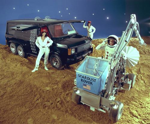 Ford Transit-Historie. Ford Transit mit Flügeltüren und Tandemachse als Weltraumvision.