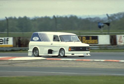 Ford Transit-Historie: Transit mit riesigen Lufteinlässen als Super Van II mit 590 PS.