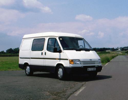 Ford Transit-Historie: Erstmals als Reisemobil von Ford - der Transit Nigget mit Aufstelldach, 1986.