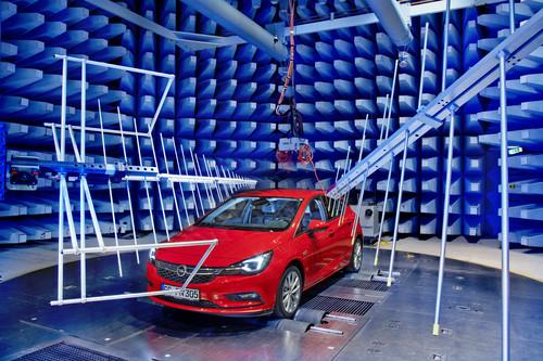 Zum Artikel Opel Astra im Elektronik-Labor