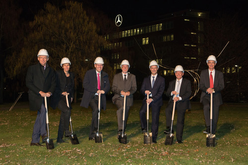Symbolischer Spatenstich bei Mercedes-Benz in Sindelfingen.