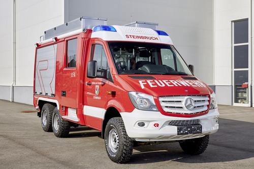 Feuerwehrfahrzeug auf Basis des Mercedes-Benz Sprinter 6x6 von Oberaigner.
