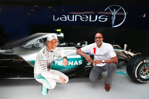 Nico Rosberg und Edwin Moses, Chairman der Laureus Sport for Good Foundation (v.l.).