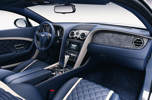 Armaturenbrettblende aus Stein im Bentley.