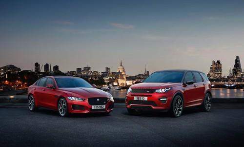 Jaguar XE und Land Rover Discovery (r.).