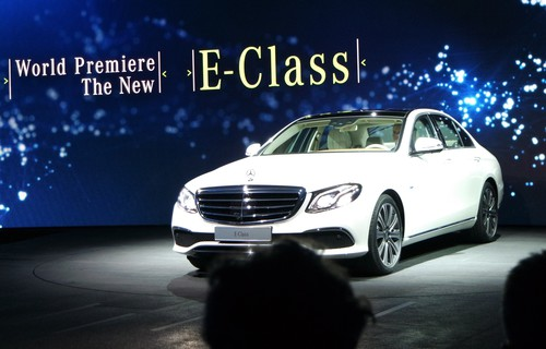 Premiere in Detroit: Mercedes-Benz E-Klasse.