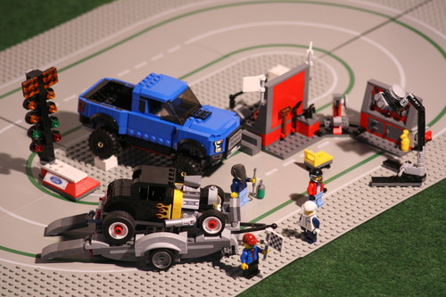 Lego-Set: Speed-Champions Ford F-150 Raptor & Ford Model A Hot Rod.