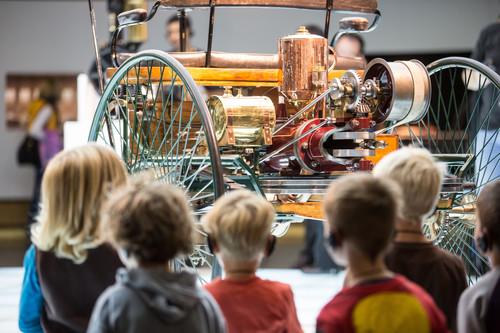 Sommerferienprogramm im Mercedes-Benz-Museum.