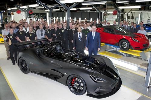 Bei Lotus ist die Produktion des 3-Eleven (vorne) und des Exige Cup 250 angelaufen (vorne rechts: Firmenchef Jean-Marc Gales).