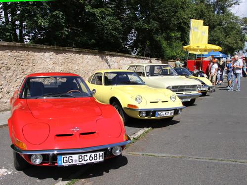 Klassikertreffen an den Opelvillen in Rüsselsheim.